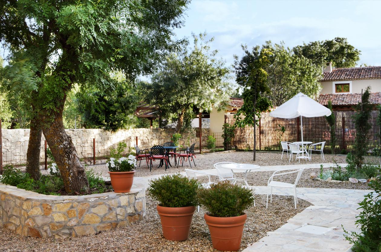 Casa rural con jard n pedraza el port n segoviano - Casas y jardines ...
